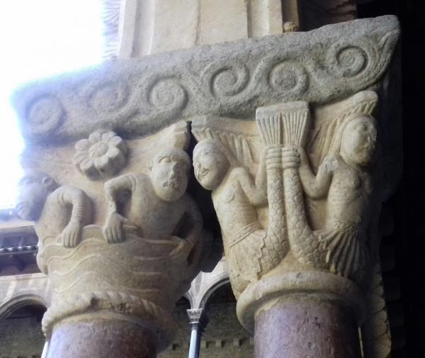 Capitell del Claustre del Monestir de Ripoll